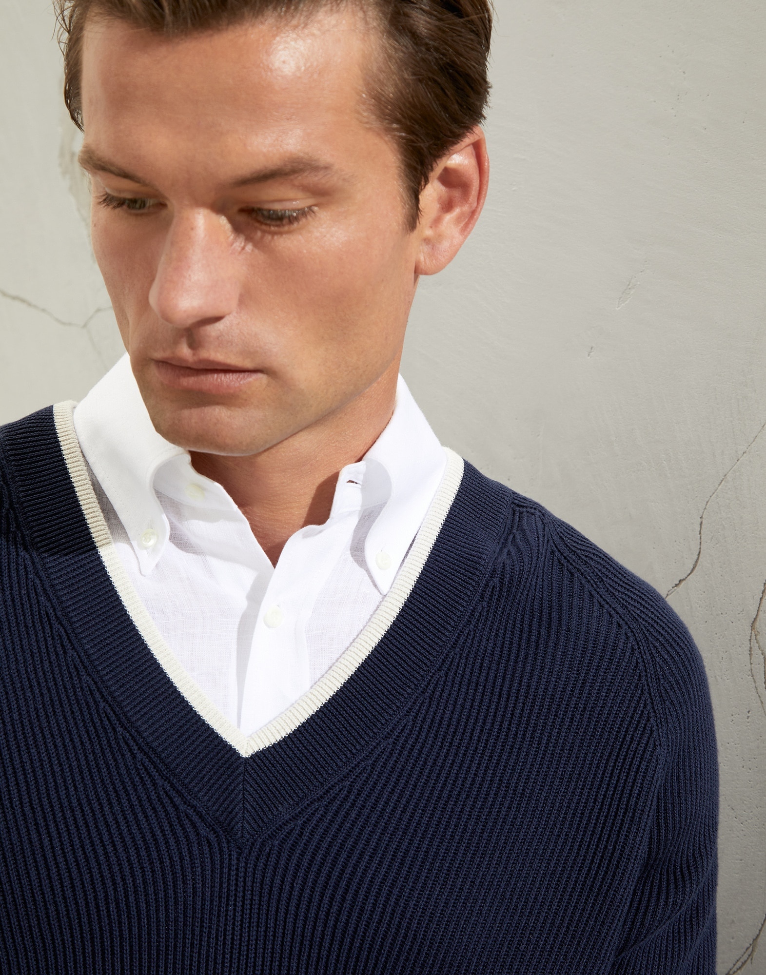V-neck Sweater - Detail view