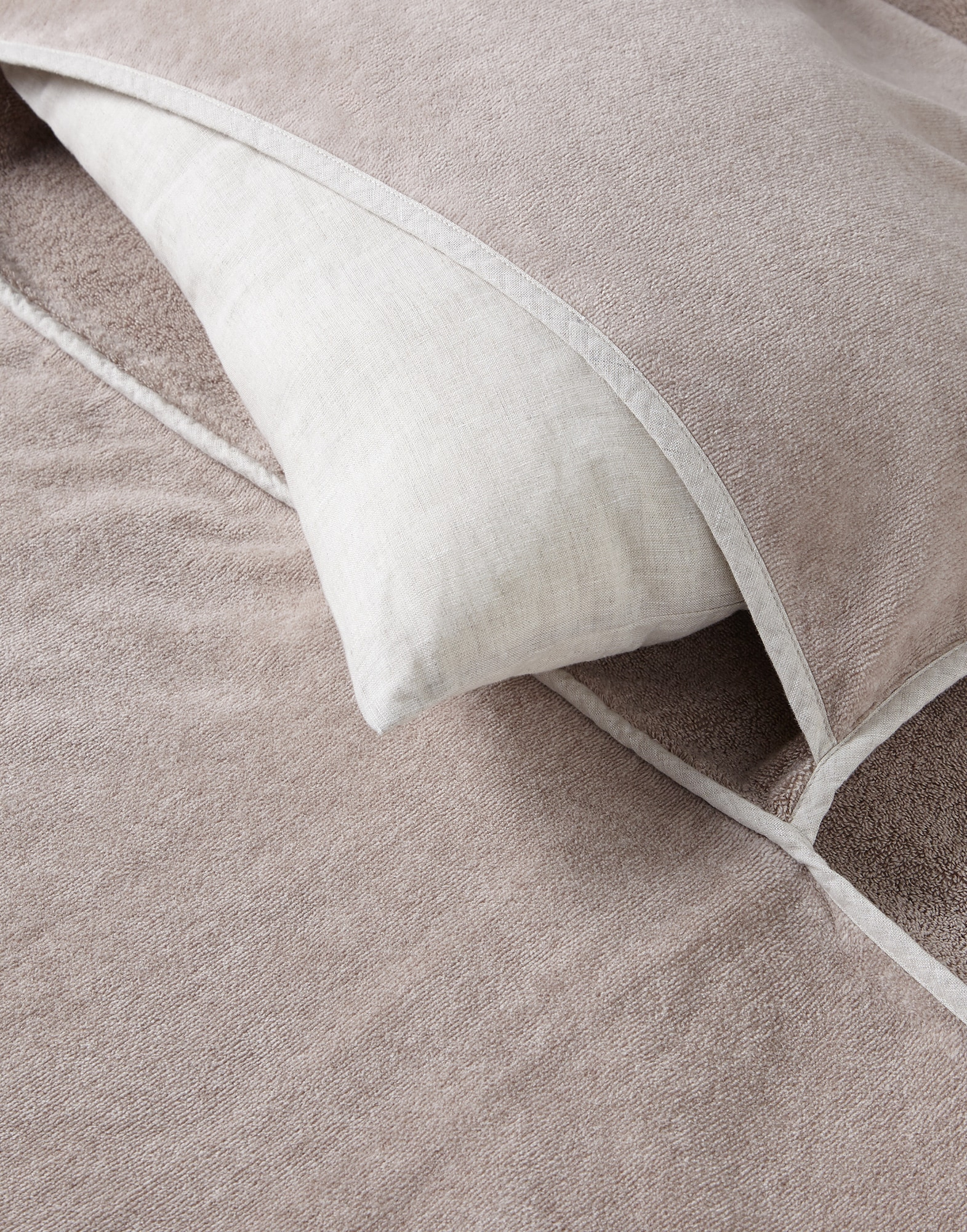 Bath Towels Desert Lifestyle 1 - Brunello Cucinelli