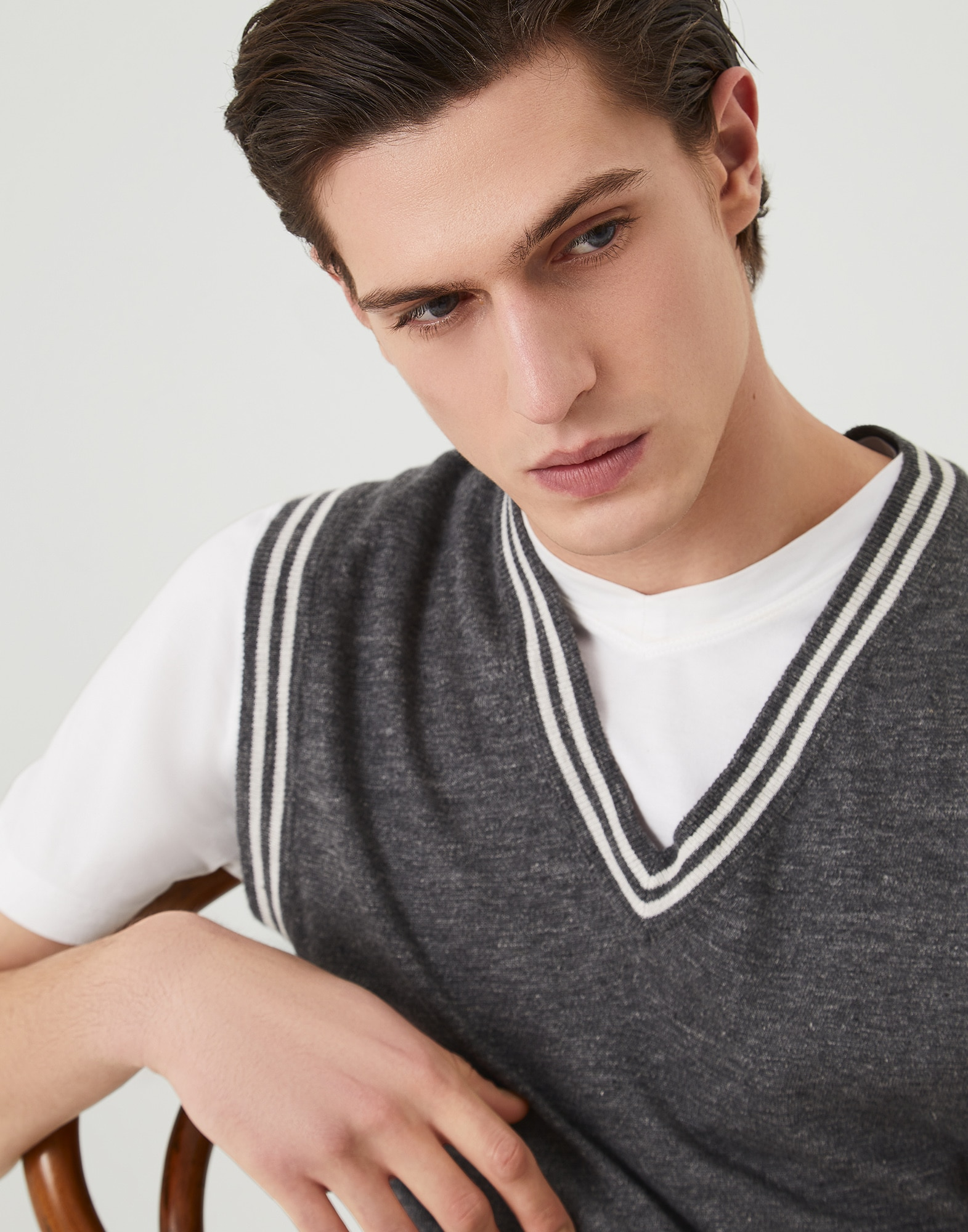 V-neck - Detail view