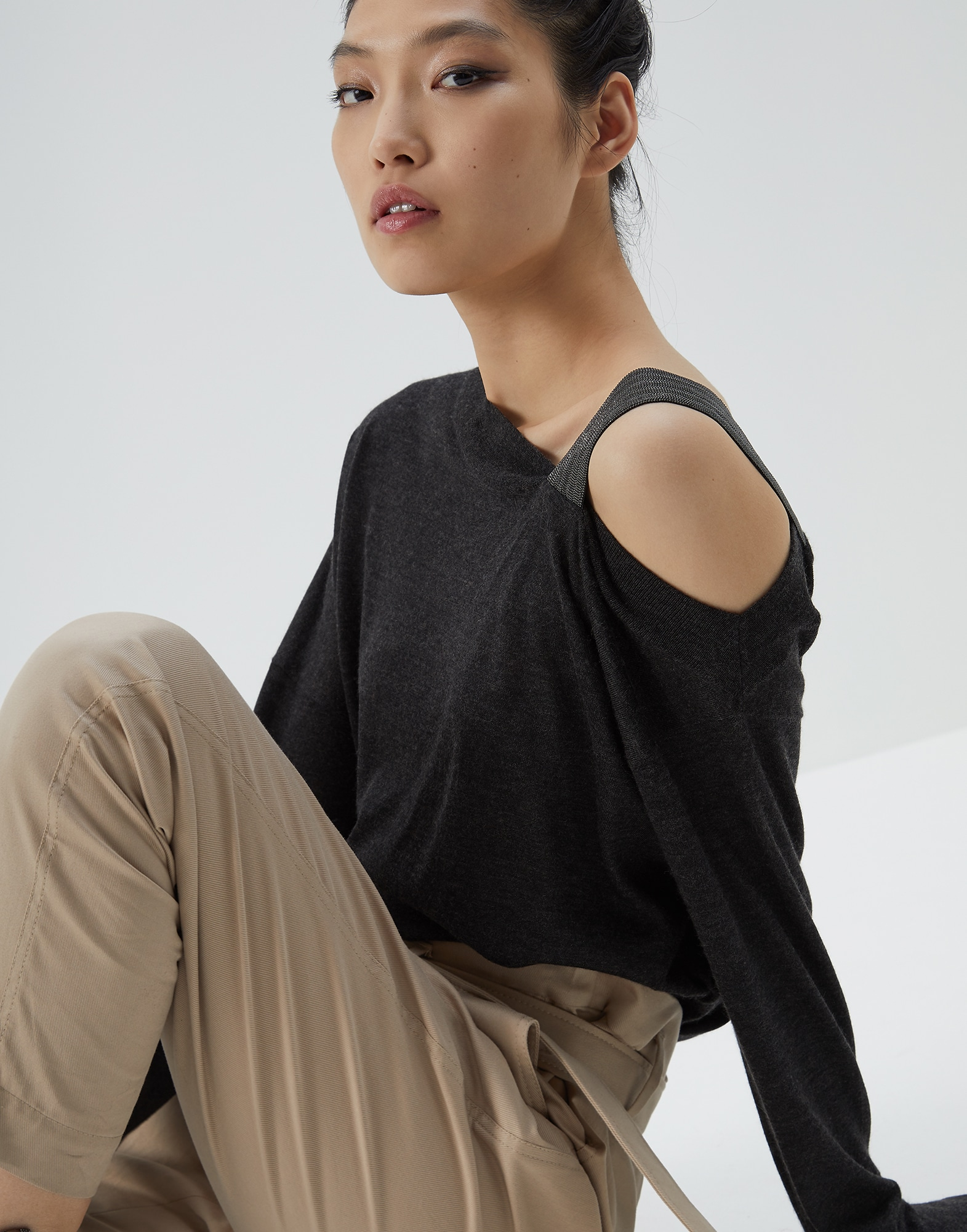 Scoop Neck - Editorial view