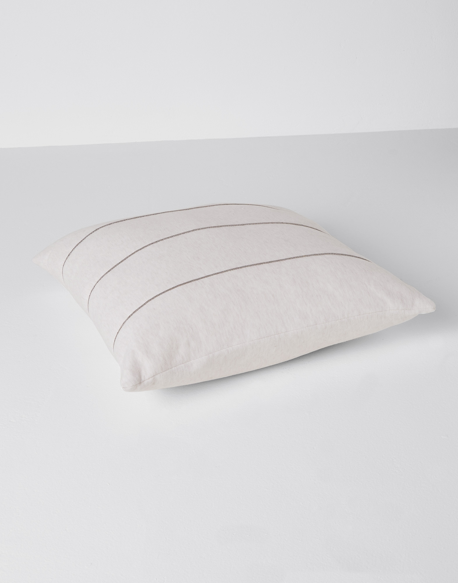 Fabric Cushions Oat Lifestyle 0 - Brunello Cucinelli