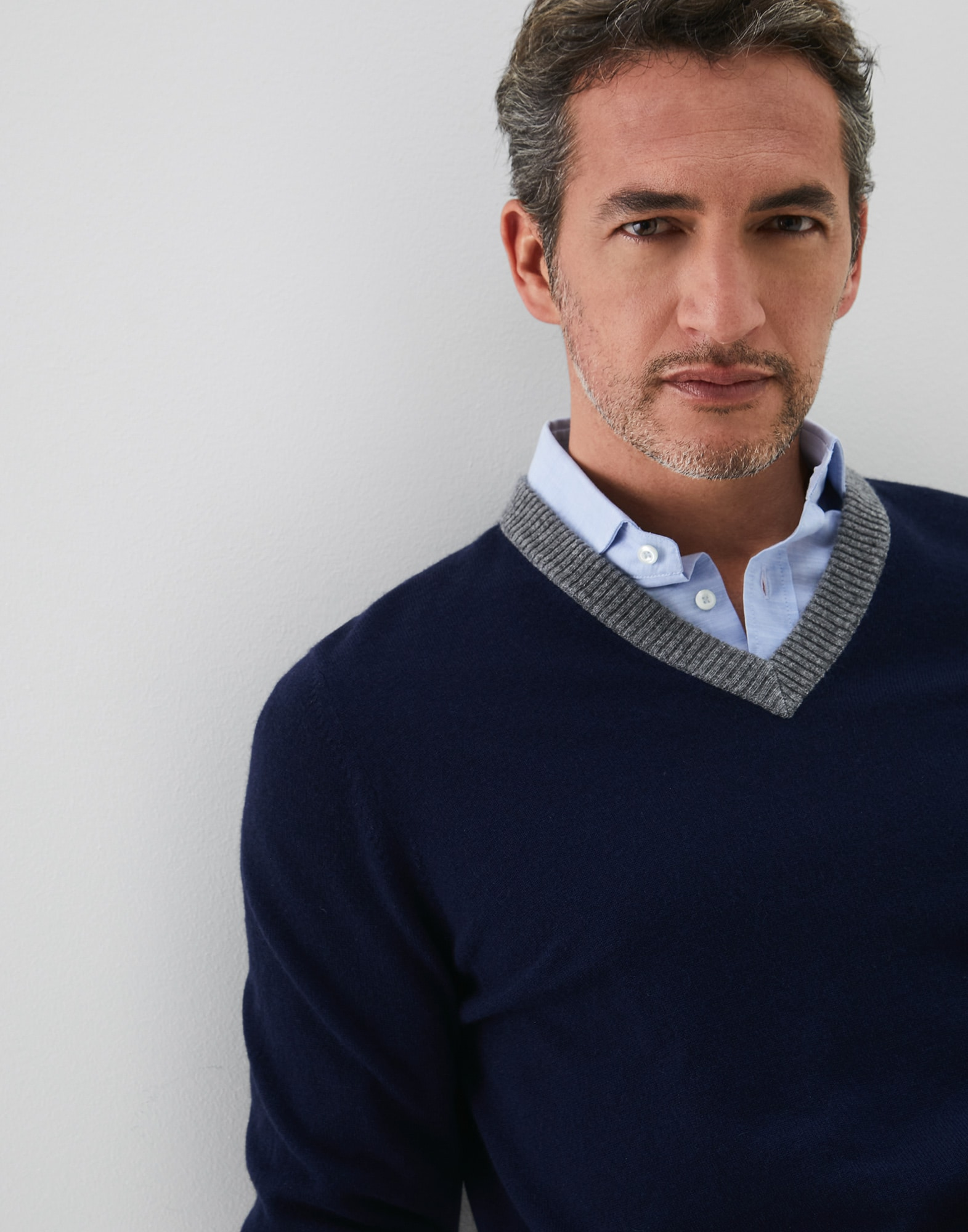 V-neck Sweater - Detail