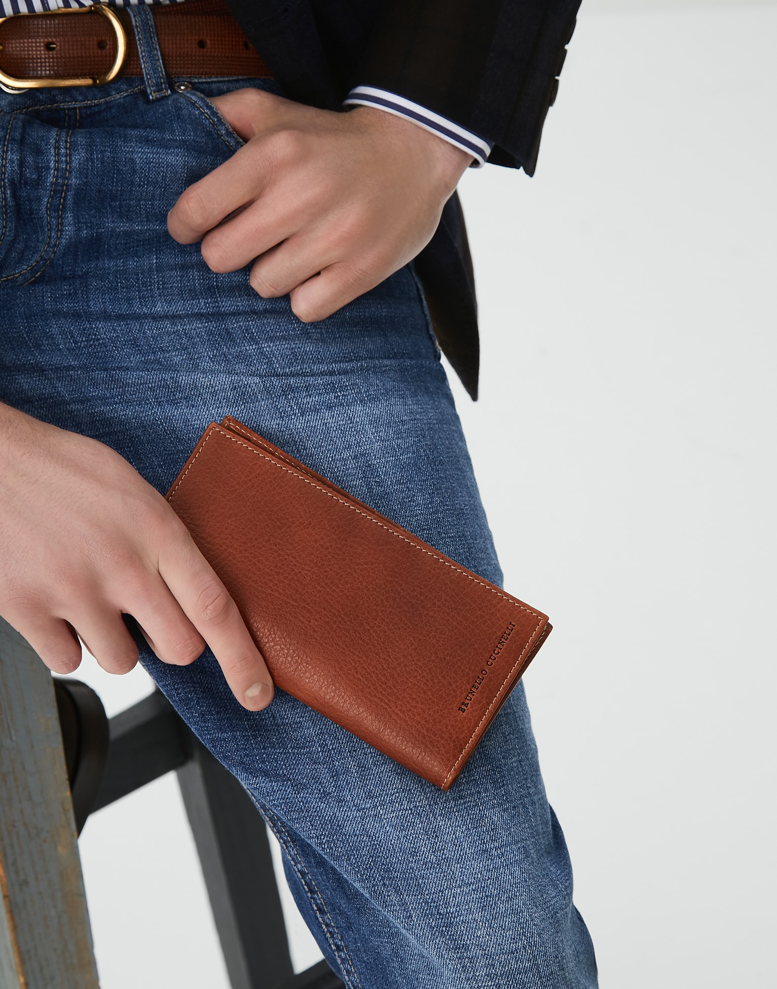 Card Holder - Editorial