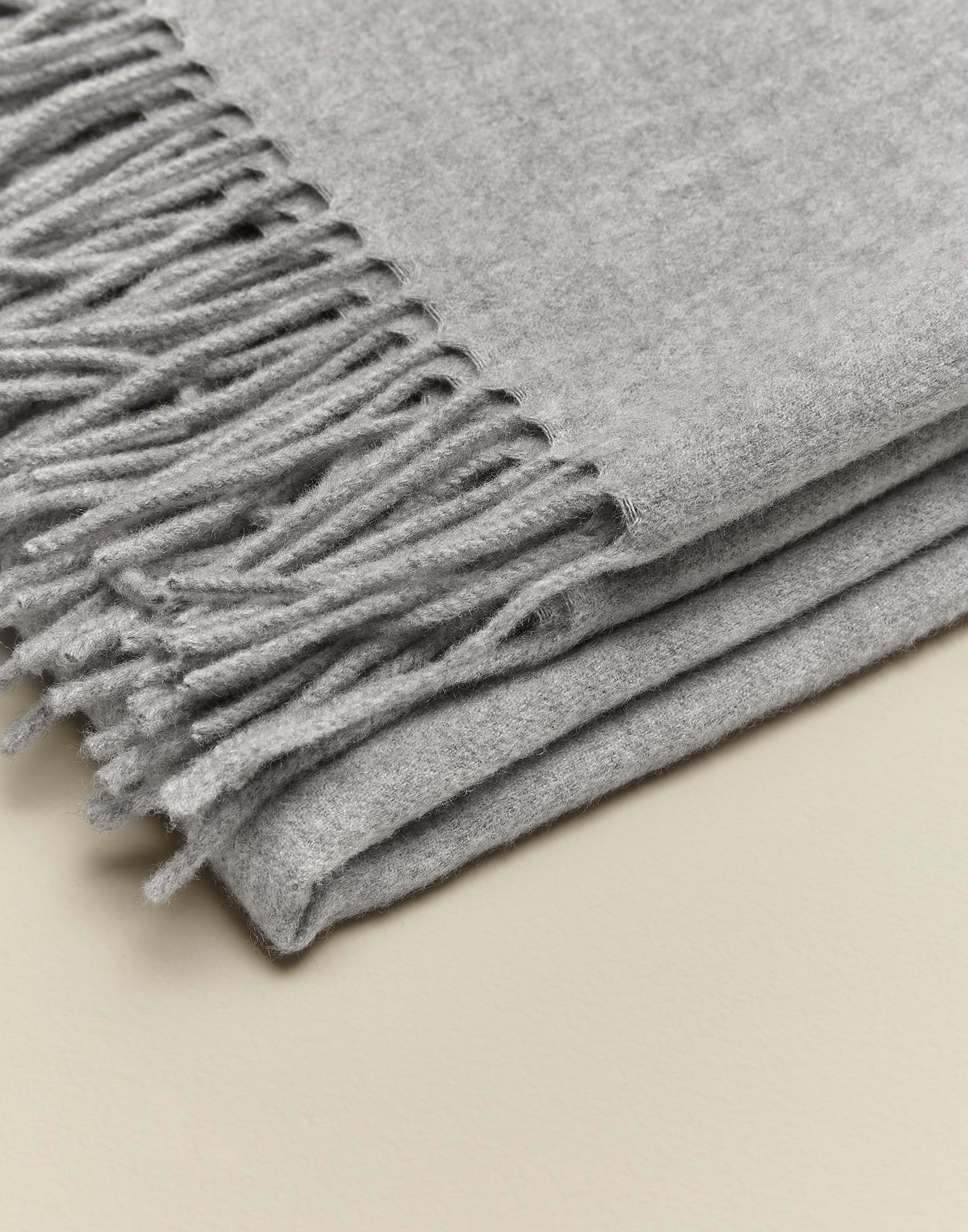 Throws Light Grey Lifestyle 2 - Brunello Cucinelli