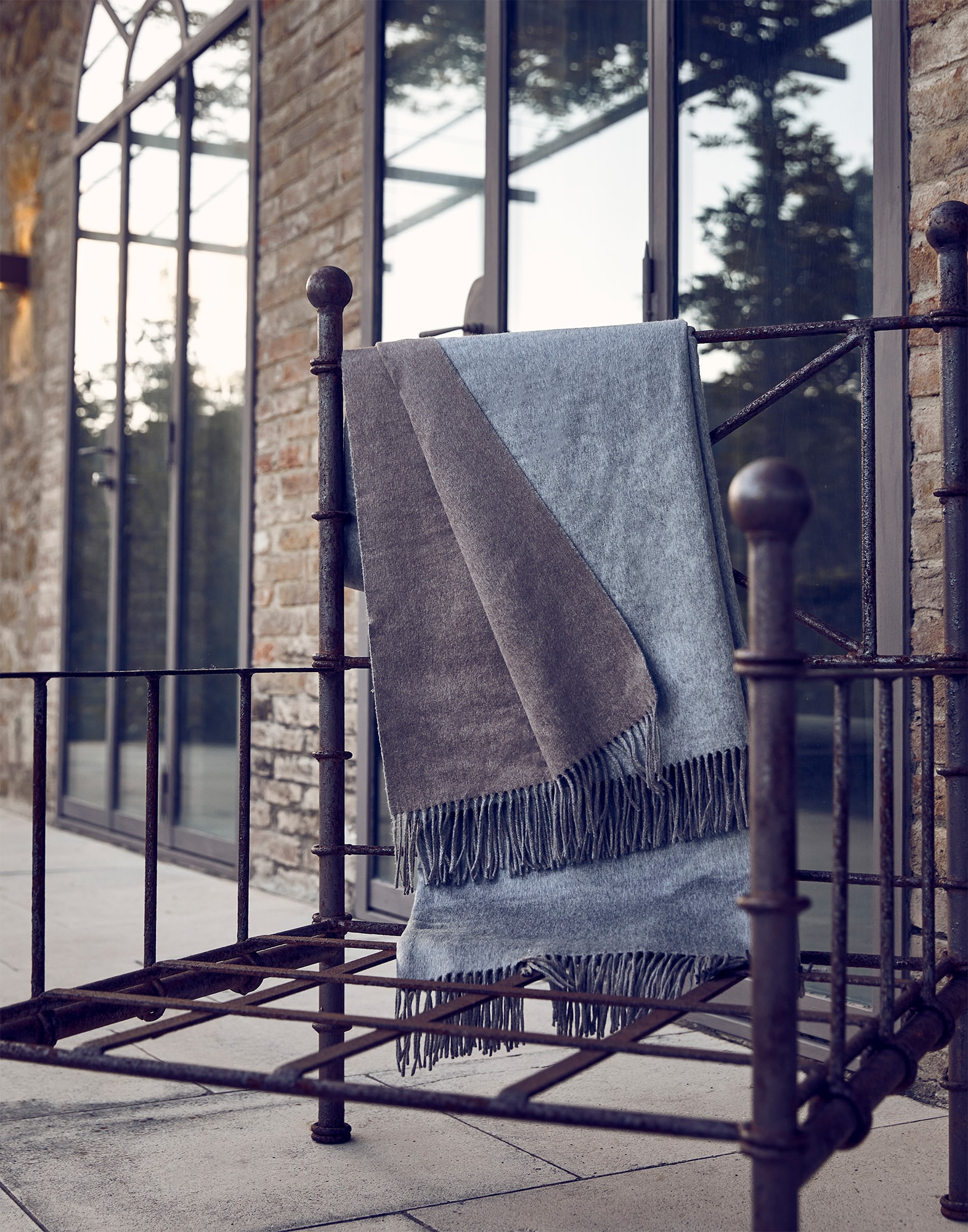 Throws Grey Lifestyle 0 - Brunello Cucinelli